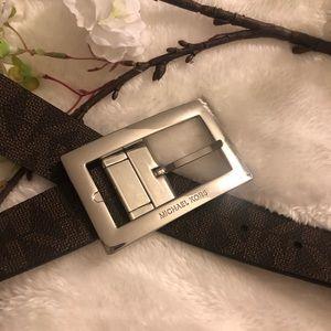 MICHAEL KORS Reversible Belt.... SIZE MEDIUM